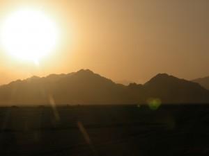 picture of desert sunset for hexayurttape.com